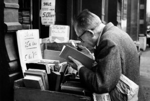 man-reading-with-magnifying-glass-new-york-1959